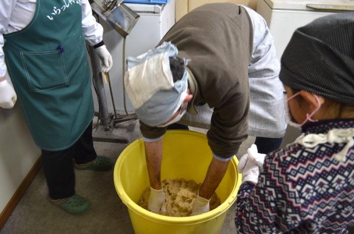 恵那中野方味噌作り
