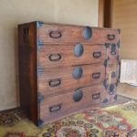 瀬戸まち空家再生プロジェクトを通してStudio Hirayaに古い箪笥と机を頂きました